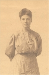 Amy Verona Close (1882) in 1900